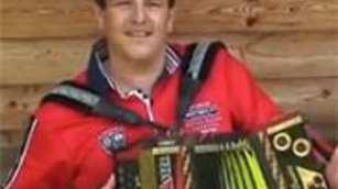 Marc Pircher mit seiner Strasser Harmonika